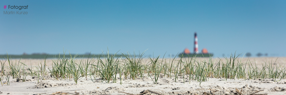 Blick von der Sandbank auf den Leuchtturm bei Ebbe
